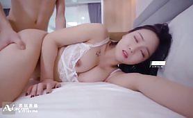 AV成人影片女优初次拍片視頻